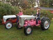 Father-daughter team customizes a pair of classic Ford tractors – Antique Tractor Blog