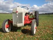 Ford Tractors: Difference between a 9N, 2N, and 8N – Antique Tractor Blog